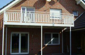 Balkon mit Alu-Stabgeländer