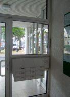 Haustür mit Briefkästen