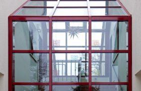 Dachfassade in Rot