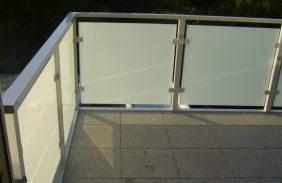 Balkon mit Bodenbelag aus Stein